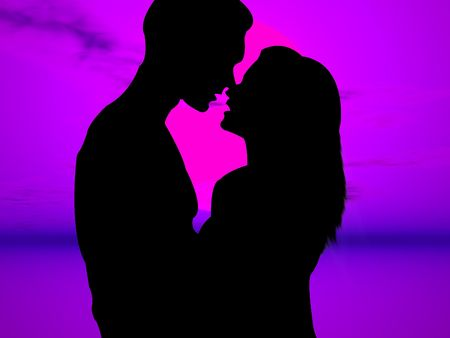 lovers kissing: Lovers kissing in a very colorful sunset