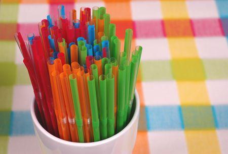sorbo: Vibrante de color paja en blanco cristal en colores mat