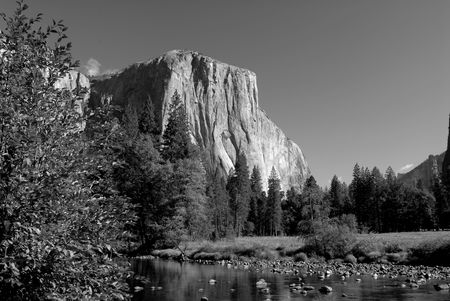 el capitan: Black and white image of El Capitan and the Merced River in Yosemite National Park