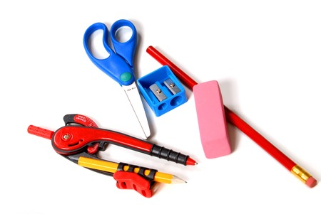 przybory szkolne: Nowa szkoła dostarcza tym kompas, nożyczki, Ołówek, temperówką i Gumka