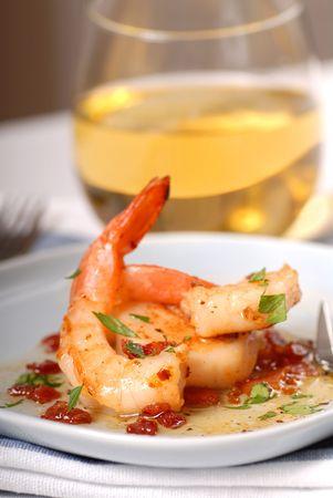 �shrimp: Deliciosos camarones salteados con vieiras y un tocino vinniagrette  Foto de archivo