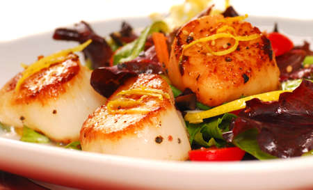 peal: Fresh seared sea scallops with a salad Stock Photo