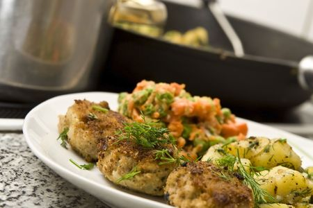 mincing: Pork burgers with potatoes, carrot and green peas
