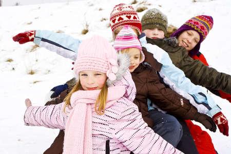 playground children: Ni�os jugando en la nieve