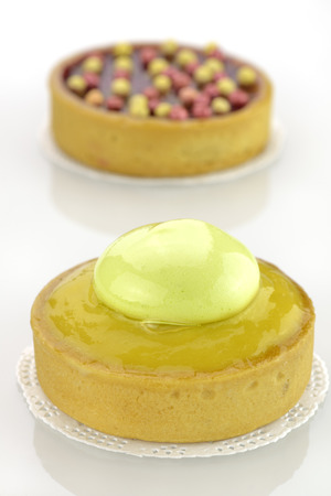 Cake with lemon and pearl