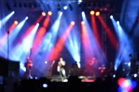 concierto de rock: Concierto de rock al aire libre con luz de iluminación de fondo Foto de archivo