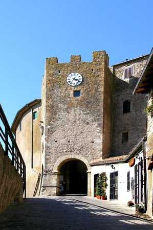 ufortyfikować: drzwi ufortyfikować miejscowości w Toskanii Zdjęcie Seryjne