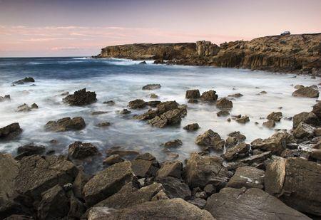 cenefas: Foto de la puesta del sol, con hermosas piedras en el océano
