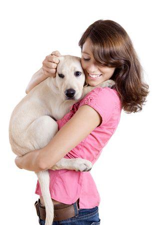 puppy love: Hermosa mujer joven abrazando un perro lindo Foto de archivo