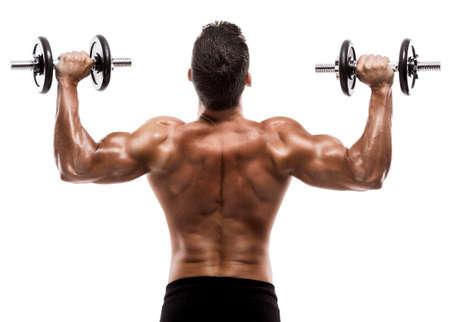Uomo del muscolo in studio sollevamento pesi, isolati su uno sfondo bianco