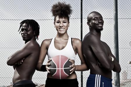 baloncesto chica: Retrato de grupo de equipo de canasta calle macho y hembra