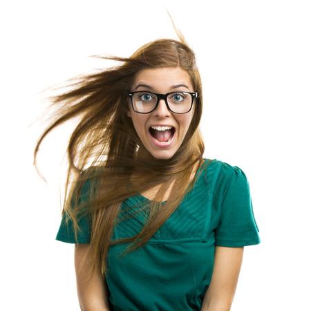 Ritratto di una bella ragazza con un'espressione sorpresa isolato su sfondo bianco Archivio Fotografico