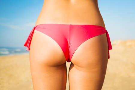 culo: Vista Butt di una donna sexy in bikini