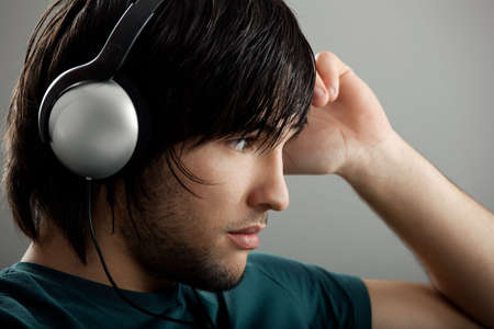 listening to music: Escuchar M�sica