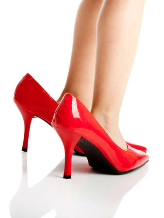 tacones rojos: Poco ni�o jugando zapatos de Mami rojo de �pice