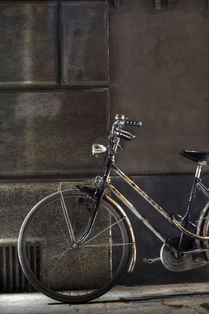 old fashioned: Old fashioned bicycle by the wall