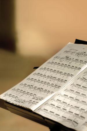 estrofa: M�sica de pie la celebraci�n de una hoja de m�sica en una sala de conciertos