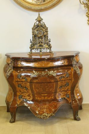 Differring mooie oude tijd meubilair en detail, antiek, koloniaal, bureau