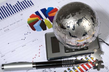 paradigma: reloj, rompecabezas, globo, diagrama, finanzas, econom�a, negocios, gr�fico, modelo, gr�fico, diagrama, concepto, idea, tabla, programaci�n, lista, paradigma, calculadora, l�piz  Foto de archivo