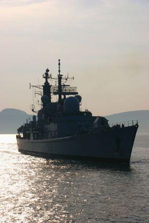 radar gun: Un destructor brit�nico en Plymouth Sound