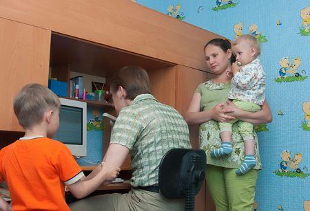 poner atencion: El conflicto en una familia: el marido juega el equipo y no prestar atenci�n a una familia