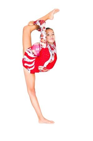 gimnasia ritmica: Gimnasta hermosa ni�a de Asia con un bal�n en el fondo blanco
