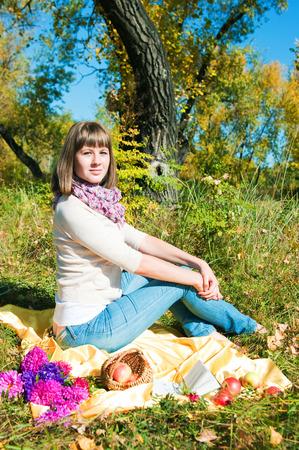 vacancier: L'image de la fille de le vacancier dans le parc