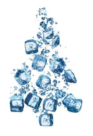 cubos de hielo: �rbol de Navidad en el agua azul despu�s de cubitos de hielo se cay� en �l.