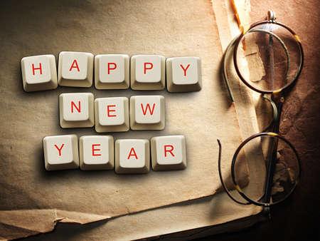 llaves: Feliz Año Nuevo - de las teclas del ordenador, fondo de papel viejo