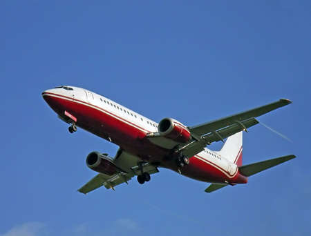 aviones pasajeros: Aviones de pasajeros que llegan a la isla de Mallorca en Espa�a