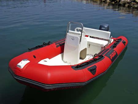 buoyancy: Red bote inflable en Mallorca  Foto de archivo