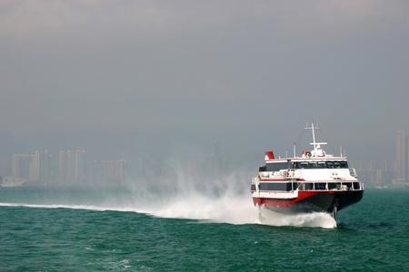 aéroglisseur: Ferry de Hong Kong à Macao dans les eaux de Hong Kong