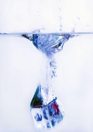 cubos de hielo: Cubitos de hielo transparentes