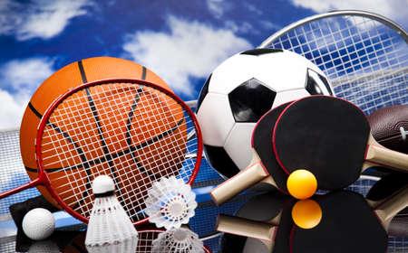 racket sport: Surtido de material deportivo Foto de archivo