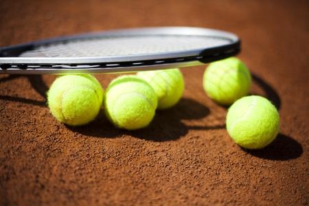 grand slam: Tennis racket and balls, tennis court