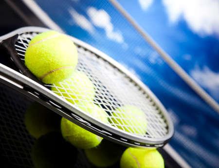 Tennisschl?ger und B?lle