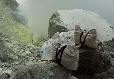 sulfur:  Basket sulfur, volcano in Indonesia