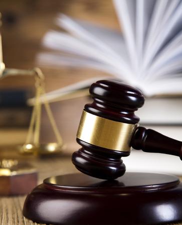 derecho penal: Tema de la Ley, un mazo de juez, martillo de madera