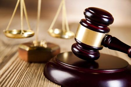 justice: Balanza de la justicia, mazo y la ley del libro