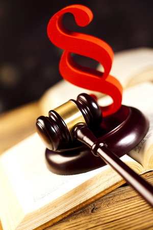 paragraf: Paragraph, law and justice concept, wooden gavel