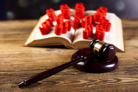 paragraf: Paragraph symbols and wooden gavel Stock Photo