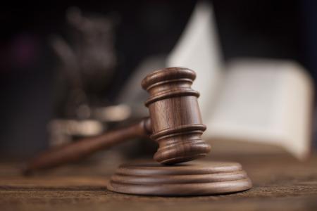 Tema de la Ley, mazo de juez, martillo de madera