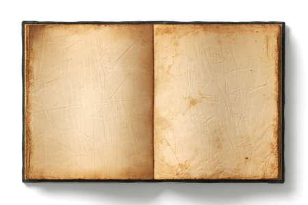 Offenes Buch mit leeren alten abgenutzten Seiten auf weißem Hintergrund