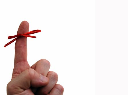 przypominać: Przypomnienie To Remember - palcem wskazującym związany z czerwonym dziobem. Kopiowanie miejsca na prawej stronie. Zdjęcie Seryjne