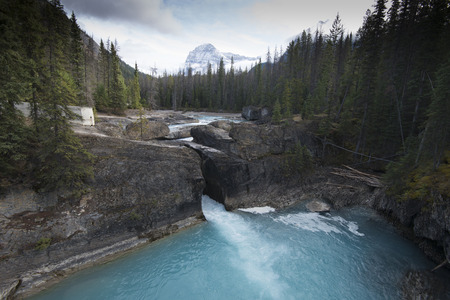 confines: Natural Bridge, just outside of the city of Field. Field is an unincorporated community of approximately 169 people located in the Kicking Horse River valley of southeastern British Columbia, Canada, within the confines of Yoho National Park. Stock Photo