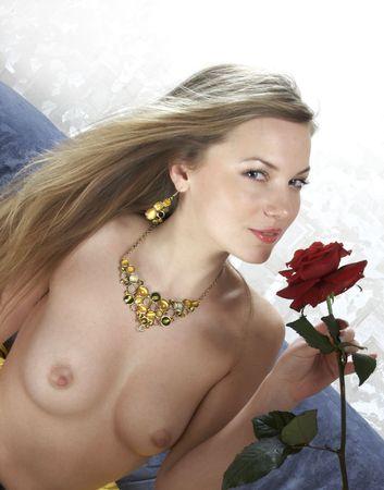 ni�a desnuda: Retrato de la ni�a desnuda con un hermoso pecho  Foto de archivo