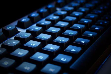 teclado num�rico: Teclado de ne�n azul en una zona oscura