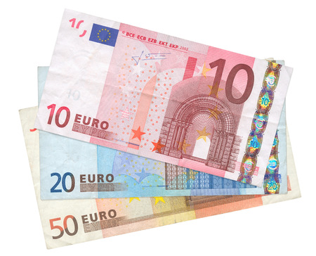 banconote euro: close-up di tre banconote in euro isolati su sfondo bianco  Archivio Fotografico