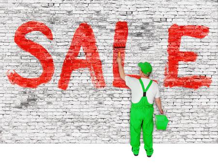 peintre en b�timent: Maison peintre annonce la vente sur le mur de briques blanches