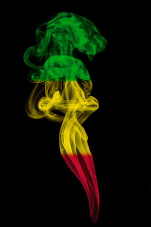 reggae: Fum�e pilier color� en drapeau de la musique reggae Banque d'images
